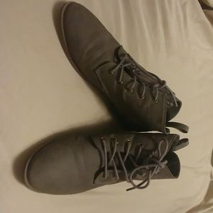 Grey American Eagle boots